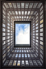 Framed (bjoernahrensfotografie) Tags: hamburg lookup minimal abstract abstrakt symmetry symmetrie frame rahmen architektur architecture fenster windows