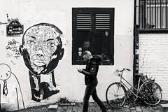 Paris (Yann OG) Tags: paris parisian parisien france french français montmartre streetart streetphotography photoderue graffiti tag nb noiretblanc blackandwhite bw vélo bike ruedorchampt paris18 xviii smartphone fleursdemontmartre