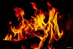 offenes Feuer - open fire (wb.fotografie) Tags: weihnachtsmarkt duisburg lapadu feuer feuerstelle co2