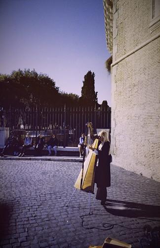 Rome - Street Arpist (35mm Kodak Ultramax 400)