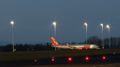 G-JZHW JET2 BOEING737 NEWCASTLE (toowoomba surfer) Tags: jet aeroplane airline airliner aviation aircraft ncl