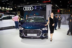 Audi Q3 with beautiful presenter at the 36th Thailand International Motor Expo 2019 at IMPACT Challenger hall in Muang Thong Thani, Nonthaburi, Thailand (UweBKK (α 77 on )) Tags: 36th thailand international motor expo 2019 impact challenger hall exhibition show auto car automotive automobile muang thong thani nonthaburi bangkok southeast asia sony alpha 77 slt dslr beautiful sext presenter model girl woman dress style fashion audi q3 blue suv