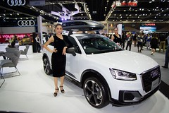 Audi Q2 with beautiful presenter at the 36th Thailand International Motor Expo 2019 at IMPACT Challenger hall in Muang Thong Thani, Nonthaburi, Thailand (UweBKK (α 77 on )) Tags: 36th thailand international motor expo 2019 impact challenger hall exhibition show auto car automotive automobile muang thong thani nonthaburi bangkok southeast asia sony alpha 77 slt dslr beautiful sext presenter model girl woman dress style fashion audi q2 white suv