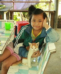 cold season fashions (the foreign photographer - ฝรั่งถ่) Tags: girl child cat khlong thanon portraits bangkhen bangkok thailand canon jacket