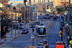 The Hop streetcar in Milwaukee, Wisconsin makes its way westbound towards its Intermodal Station stop (johndecember) Tags: december fall autumn 2019 milwaukee mke wisconsin usa album gallery onthehoproute thehopmke brookvillelibertymodernstreetcar 21stcenturytransit 21stcenturystreetcar transit gobystreetcar