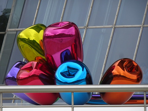 """Tulips"" Sculpture (by Jeff Koons) at Guggenheim Museum Bilbao (Designed by Frank Gehry), Bilbao, Basque Country, Spain"