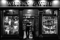 Whisky & Wine, Royal Mile, Edinburgh (S.R.Murphy) Tags: edinburgh fujifilmxf35mmf2 night nov2019 urban urbanlandscape fujifilmxt2 nightphotography socialdocumentary streetphotography bw bnw blackandwhite people whiskywine shop shopwindow shopfront