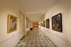 La galerie des peintures - Villandry (hervétherry) Tags: france centrevaldeloire indreetloire villandry canon eos 7d efs 1022 chateau castle loire galerie peinture couloir perspective interieur