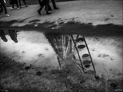 La roue a tourné!  /  The wheel has turned! (vedebe) Tags: ville city rue street urbain urban hommes humain human people roue fête noiretblanc netb nb bw monochrome