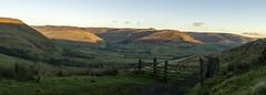 Dawn breaking over Edale (l4ts) Tags: landscape derbyshire peakdistrict darkpeak edale kinderscout chapelgatetrack goldenhour sunrise gate fence panorama