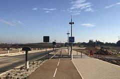 De Manduel à la nouvelle gare TGV LGV (ouverture prévue le 15/12/2019) une avenue aussi riche que les Champs Élysées ...on est donc très riches  !!!! NB les cyclistes ne sont pas souvent prioritaires ! ATTENTION ⚠️ ! (6franc6) Tags: occitanie languedoc gard 30 nîmes décembre 2019 6franc6 vélo kalkoff vae