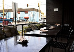 Al Fresco Dining (pjpink) Tags: acacia restaurant patio alfresco dining tables chairs fandistrict thefan rva richmond virginia october 2019 fall pjpink 2catswithcameras