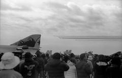 百里基地航空祭2019(6) (Dinasty_Oomae) Tags: leicaiiia leica ライカiiia ライカ 白黒写真 白黒 monochrome blackandwhite blackwhite bw outdoor 自衛隊 jsdf 航空自衛隊 jasdf 航空機 飛行機 aircraft airplane 戦闘機 fighter fighteraiplane f4 phantom ファントム t4 川崎t4 ブルーインパルス blueimpulse 茨城県 茨城 小美玉市 小美玉 ibaraki omitama 百里基地 hyakuri haykuriairbase 百里基地航空祭