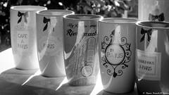 Un café à Paris ? (Elyane11) Tags: smile saturdayandmugs with words smilessaturday ombre lumière soleil sourire tasses