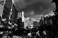 Asakusa (yoshiyoshi1986) Tags: japan bw photo ライカ 浅草 東京 スナップ モノクロ 白黒 snap tokyo streetsnap monochrome asakusa leicaclux leica