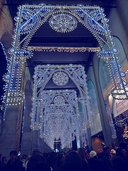 LUMINARIE A MILANO (cannuccia) Tags: milano lombardia luminarie natale luci azzurro geometrie prospettiva
