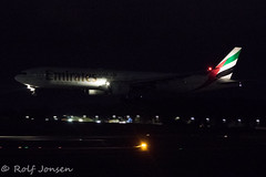 A6-EBJ Boeing 777-300ER Emirates Glasgow airport EGPF 06.12-19 (rjonsen) Tags: plane airplane aircraft avviation airliner flying landing high iso dark black night