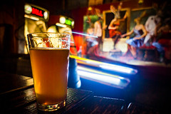 Skeeball & Beer (Los Paseos) Tags: seattle washington bar beer skeeball rabbithole pub mannyspaleale georgetownbrewing