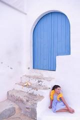 Felicidad (Alvarogata) Tags: niña azul puerta portixol labarraca
