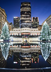 Christmas at Canary Wharf (Jon Benham Photography) Tags: samyang12mm fujifilmxt3 cityscape winter reflection bluehour christmas docklands london canarywharf