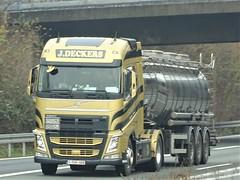Volvo FH4 globetrotter from Deckers Belgium. (capelleaandenijssel) Tags: 1tuh006 truck trailer lorry camion lkw tanker citerne