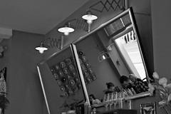Blick in den Spiegel / Look in the mirror, Café in Mainz (Germany) (herbert@plagge) Tags: café spiegel kaffee menschen dickelillyguteskind people blackandwhite coffee germany deutschland mirror mainz schwarzweis