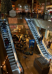 escaleras (pedromm3) Tags: stairs market people streetphoto 28mm alpha7iii