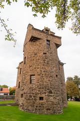 Photo of Claypotts Castle, Dundee