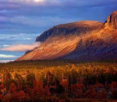 Mountain lights (Kari Siren) Tags: mountain light autumn swewden vietas norbotten nordic landscape