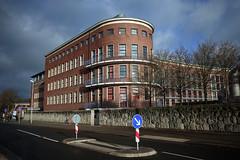Stralsund, Krankenhaus am Sund (tom-schulz) Tags: ricoh grii rawtherapee gimp stralsund thomasschulz gebäude krankenhaus strase himmel wolken