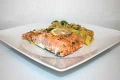 43 - Honey garlic glazed salmon with leek lentil vegetables - Side view / Lachs mit Honig-Knoblauch-Glasur an Lauch-Linsen-Gemüse - Seitenansicht (JaBB) Tags: salmon lachs salmonfilet lachsfilet honig honey garlic knoblauch lauch leek linsen lentils kartoffeln potatoes zitrone lemon sahne cream gemüsebrühe vegetablebroth food fish fischlunch dinner essen nahrung nahrungsmittel mittagessen abendessen kochen cooking rezept recipe kochexperiment kochexperimente