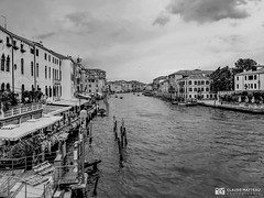 190703-145 Venise (clamato39) Tags: samsung venise italie italy europe ville city urban urbain noiretblanc blackandwhite bw monochrome eau water canal