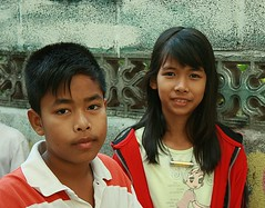 brother and sister (the foreign photographer - ฝรั่งถ่) Tags: brother sister jacket khlong thanon portraits bangkhen bangkok thailand canon