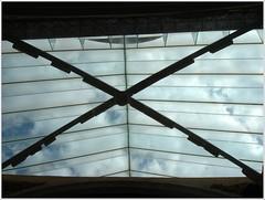 Cristalera de reparación y cerrado/ Repair and closed glass window (margabel2010) Tags: cristal metal piedra restauraciones iglesia sannicolás requena interior interioresdeiglesias cielo nubes estructura cruz paralelas aspa transparencia cristales cristaleras blanco blancoyazul azul