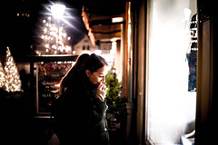 Gloria (tonyhoertrauschen) Tags: leica m9 winter outdoor street family look digital 35mm portrait people photografie art outside night light city new