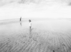 (seanlewis) Tags: puertopeñasco mexico rachel toddler johanna beach sand water bajacaliforniasur blackandwhite bw clouds sky