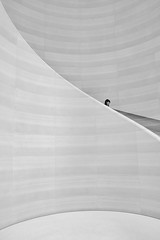 singapore (Roberto.Trombetta) Tags: asia singapore minimalism minimal head oschard street road shop people architecture stairs tourist summer woman girl sony alpha 7rm2 7rii batis225 carl zeiss batis 25 fine art fineart persone black white blackandwhite bw perspective interior