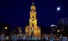 Cathedral Square Lights (johndecember) Tags: december fall autumn 2019 milwaukee mke wisconsin usa album gallery onthehoproute holidaylights cathedralsquare easttown park stjohnscathedral spirit nrhp statesignificance cathedralofstjohntheevangelist moon downtown