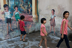 Kids (@AmirsCamera) Tags: kids children people playing street streetphotography murals art painting alley alleyway chinatown kualalumpur malaysia colour color fun funny walking walkby april 2019 urban