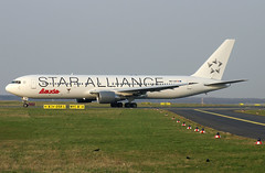 B767 OE-LAT Lauda Star Alliance (Avia-Photo) Tags: airport airline airliner aviacion aeroplane airplane aircraft airlines airliners aviation avion boeing 767 boeing767 dus eddl flugzeug jet luftfahrt plane planespotting pentax spotter widebody