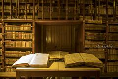 Viejos libros - 9337 (Marcos GP) Tags: marcosgp arequipa peru convento recoleta arquitectura colonial claustro