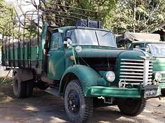 Hino-Madi TE plateau baché (chrispit1955) Tags: burma myanmar birmanie truck camion vert