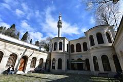 Küçük Mecidiye Camisi (Efkan Sinan) Tags: küçükmecidiyecamisi teşrifiyecamisi sultanabdülmecid 1848 garabetamirabalyan nigoğosbalyan barokmimari çırağancamisi osmanlıdönemi beşiktaş istanbul türkiye türkei tr turchia turquie tarihiyerler tarihieserler turistikyerler mosque yıldızparkı