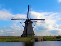 DSCN0865 (alainazer) Tags: kinderdijk nederland paysbas holland hollande eau acqua water windmill moulin mulino moinhos mühlen ciel cielo sky