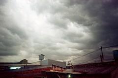 Otra de la tormenta vecina.. (mavricich) Tags: latinoamérica argentina atardecer analógico analogic contraluz color colores ferrania solaris canon prima film calle cielo ciudad naturaleza sky nubes nublado cloud clouds