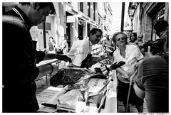 . . (Matías Brëa) Tags: calle street social documentalismo documentary blancoynegro blackandwhite bnw mono monochrome monocromo personas people jamon gente