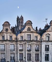 Arras, comme un point sur un i (PATRICK skorzec) Tags: arras architecture église fujixt3 façades fenêtre hautsdefrance ciel lune
