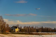 The house and the airplane (DSC_0931 vk) (Villi Kristjans - Photos for sale!) Tags: vk vilmundur villi vkphoto kristjansson kristjans kristjáns kristjánsson old outdoor trip sky digital d3200 nikon color colour winter desember holter snow hill house tree trees airplane farm grassland