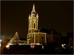 Kirche im Lichterglanz✨ / Church in the light shine✨ (ursula.valtiner) Tags: kirche church weihnachtsmarkt christkindlmarkt christmasmarket waisenhauskirche hyrtlplatz mödling niederösterreich loweraustria austria autriche österreich
