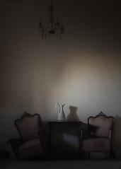 embrujada (*BegoñaCL) Tags: oldhouse abandoned jacquesfletcher shortmovie cortometraje chair lamp shadow embrujo penumbra cine lafamilia begoñacl bg~